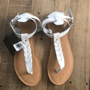 BRAND NEW SANDALS SIZE 8